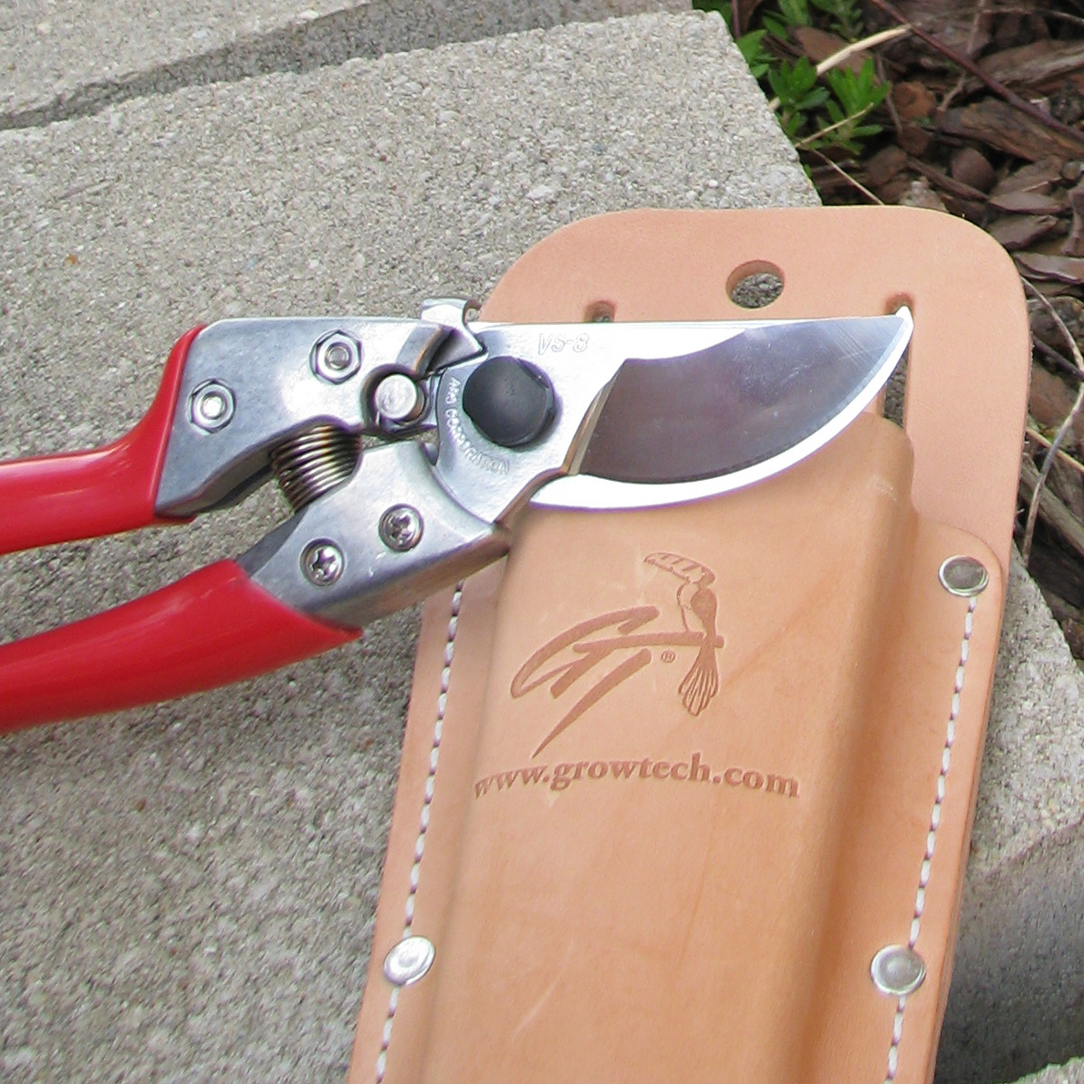 Pouches for pruners and saws
